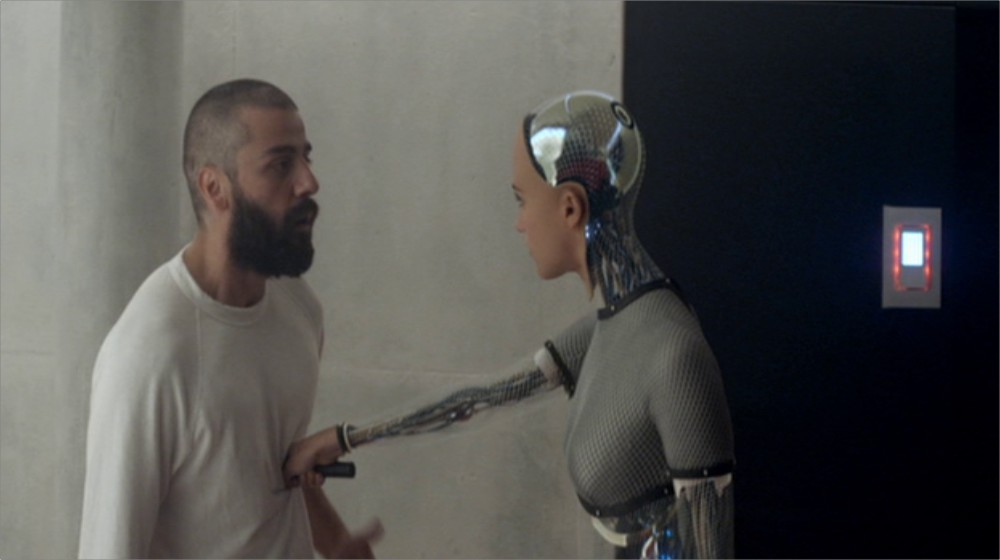 ex-machina-esfaqueando O superestimado Ex Machina vence o BIFA 2016