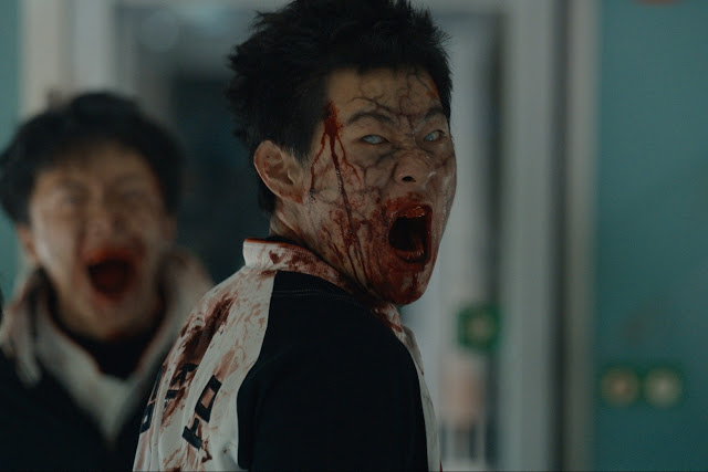 train-to-busan-meio Crítica: Invasão Zumbi (Train To Busan)